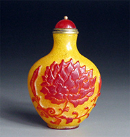 Yellow and red snuff bottle