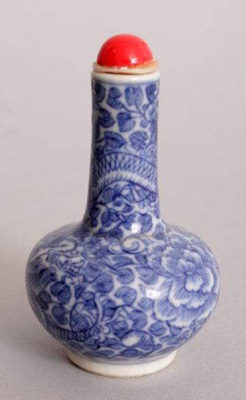 blue and white snuffbottle